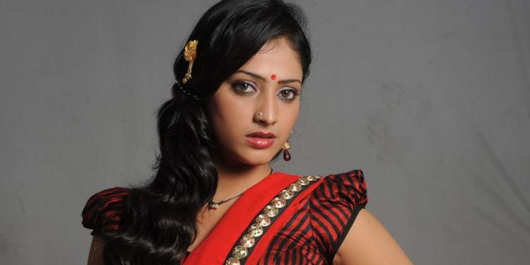 Hari-Priya-Wiki-Bio-Age-Husband-Salary-Photos-Video-News-Ig-Fb-Tw