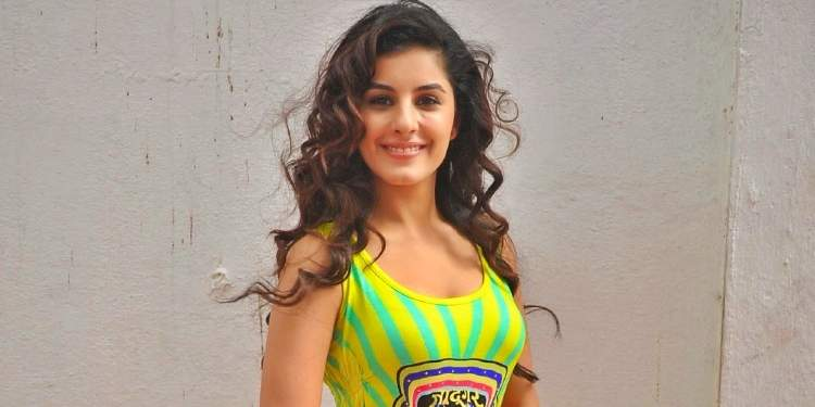 Isha-Talwar-Wiki-Bio-Age-Husband-Salary-Photos-Video-News-Ig-Fb-Tw