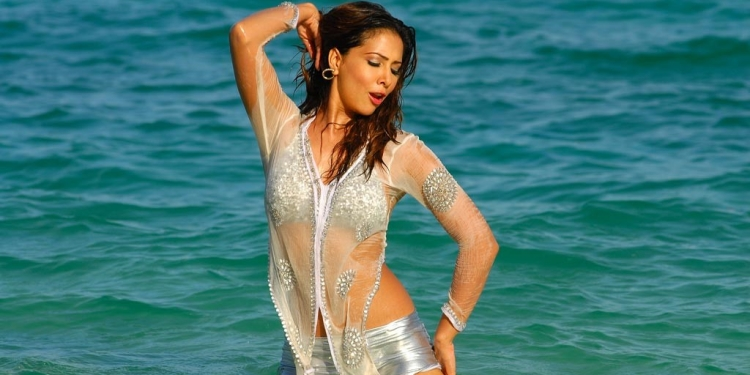 Kim Sharma Wiki Bio Age Husband Salary Photos Videos News Ig Fb Tw