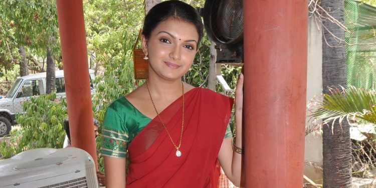 Saranya Mohan Wiki Bio Age Husband Salary Photos Videos News Ig Fb Tw